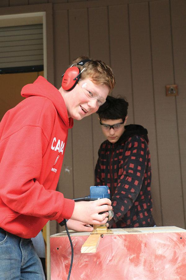 """Freshmen Peter King works to create the sets for the the upcoming theater production, """"The Drowsy Chaperone."""""""